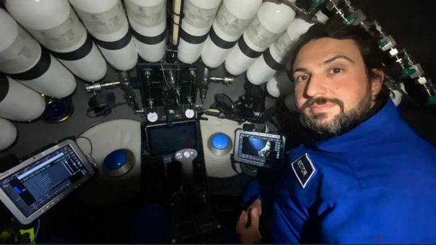 Héctor Salvador, en el submarino durante la