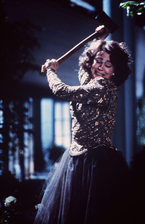 Faye Dunaway as Joan Crawford in Mommie