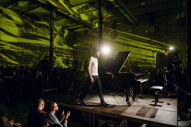 O Ντανιίλ Τρίφονοφ στο stage του Yellow Lounge, Νοέμβριος 2019, Βερολίνο