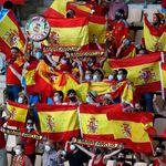 La retransmisión del España-Polonia enfoca a la grada y muchos no dan crédito a lo que se ha
