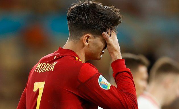 Morata se lamenta durante el partido contra