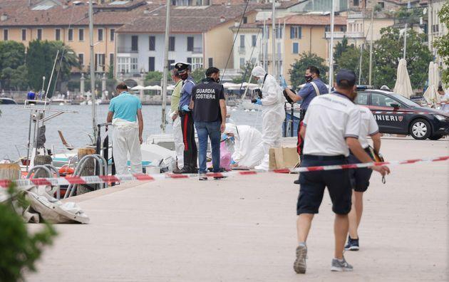 Il punto in cui è stato trovato il cadavere di un uomo su una barca che aveva danni da urto, tra Saló e San Felice del Benaco, sulla sponda bresciana del Lago di Garda, Salo' 20 giugno 2021. ANSA/FILIPPO VENEZIA