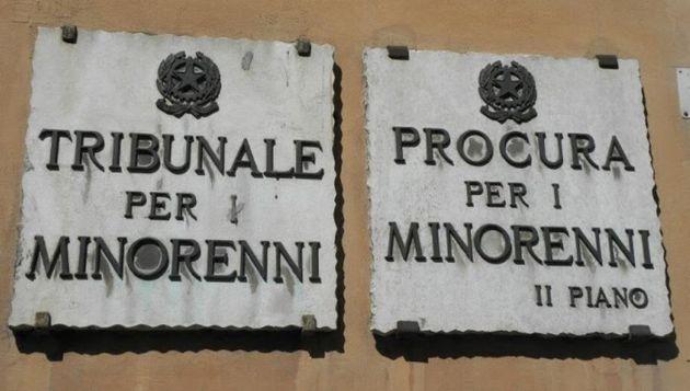 Tolti i figli a dodici mafiosi e trafficanti. Prima volta in Sicilia