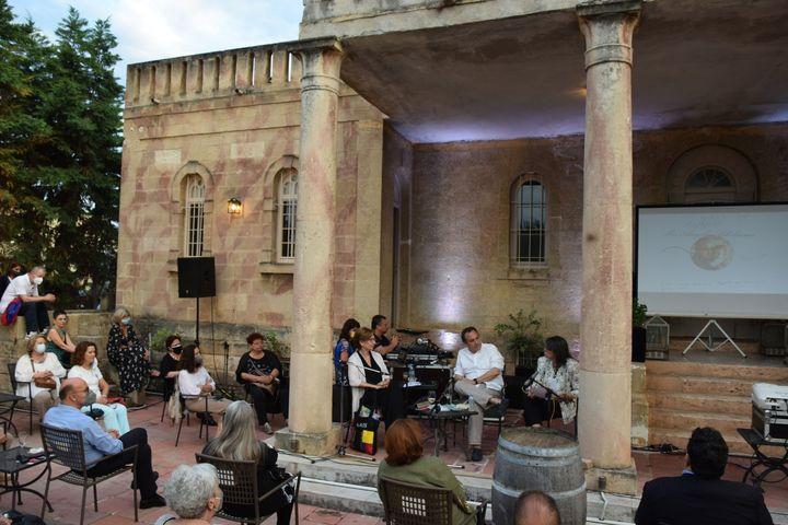 Άπό την βραδιά Λόγος στο Ξυλόκαστρο. Διακρίνονται οι ομιλητές (από αριστερά) Νέλλη Λάβδα, Χρήστος Χωμενίδης, Μαριέττα Μινώτου