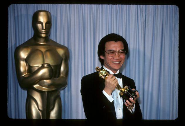 Haing S. Ngor alla notte degli Oscar del 1985 (Photo by Walt Disney Television via Getty Images Photo...