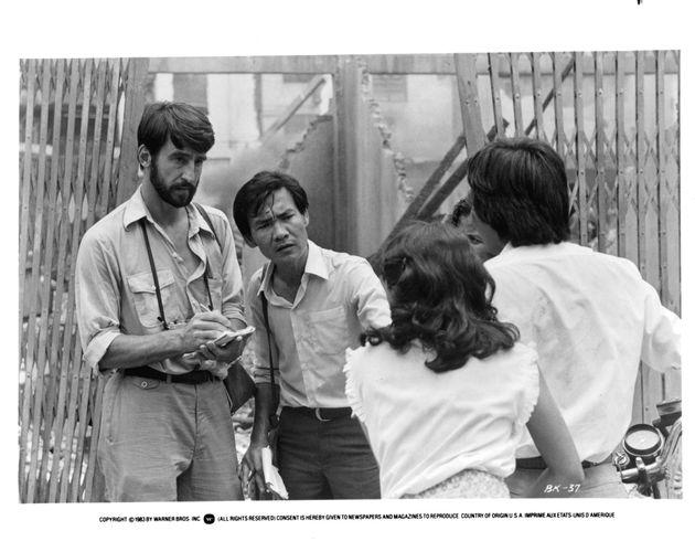 Sam Waterston and Haing S Ngor in una scena del film