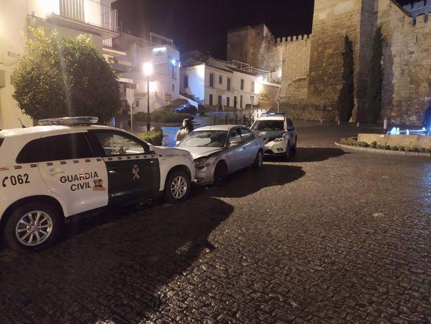 El coche del detenido, tras ser interceptado por la Guardia