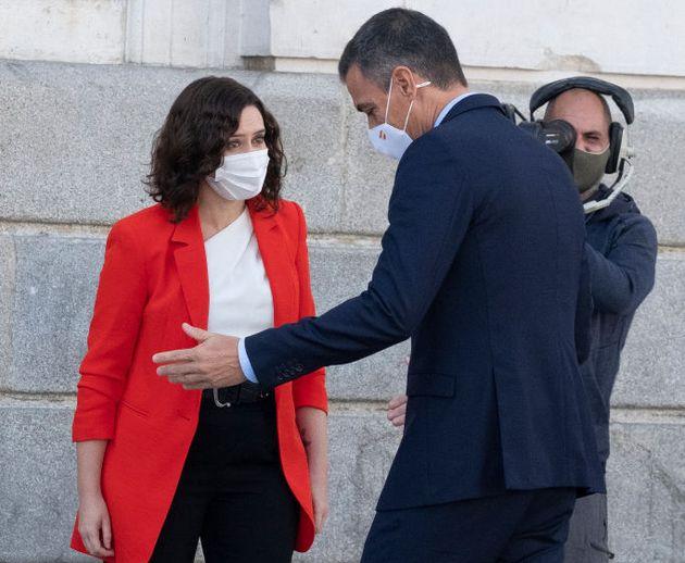 Ayuso recibe a Sánchez en la sede de la