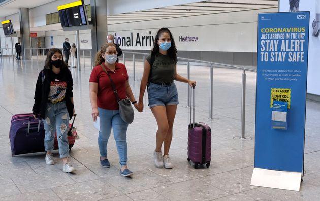 Pasajeros procedentes de Madrid, llegando a al aeropuerto de Heathrow, Reino