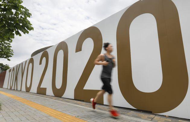 東京オリンピック開幕を1カ月後に控えた東京・国立競技場周辺=6月21日