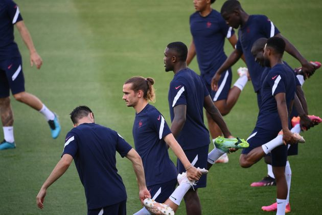 L'équipe de France à l'entraînement au stade Hidegkuti de Budapest, en Hongrie, le...