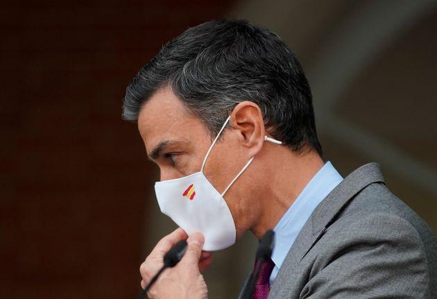 Pedro Sánchez, antes de su discurso de ayer sobre los