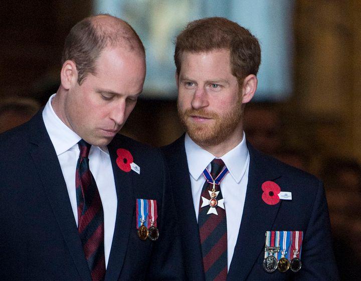 Los príncipes Guillermo y Harry, en la Abadía de Westminster el 25 de abril de 2018.