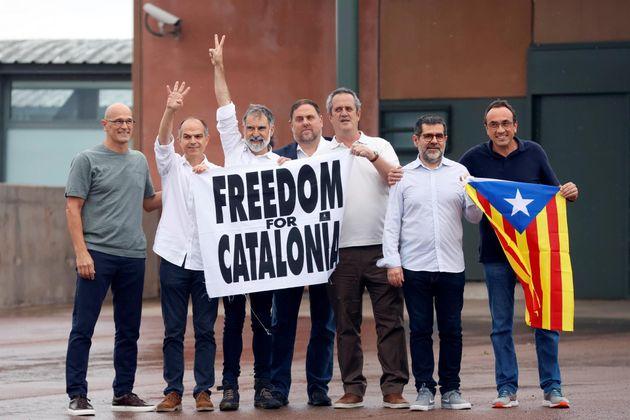 Los presos independentistas abandonan la cárcel de