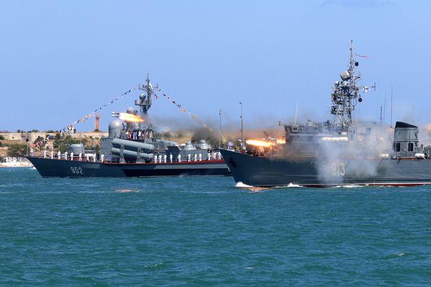 Θερμό επεισόδιο στην Κριμαία - Βολές ρωσικού μαχητικού κατά βρετανικού