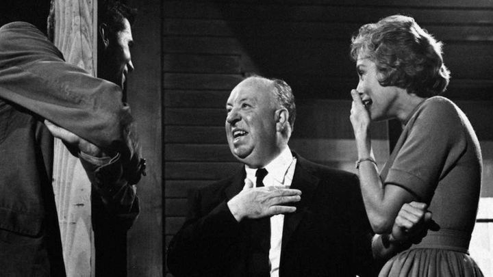 Anthony Perkins, Alfred Hitchcock y Janet Leigh durante el rodaje de Psicosis en 1960.