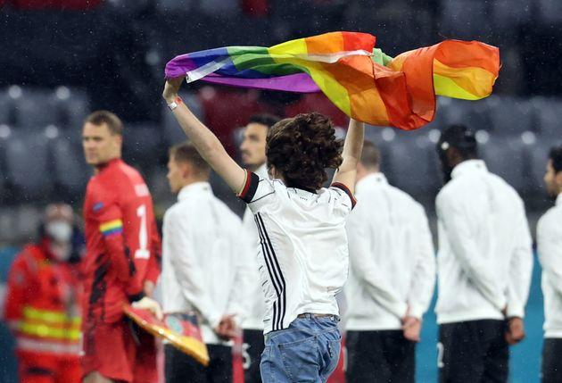 El gesto de un espontáneo en el partido de Hungría que se va a llevar miles de