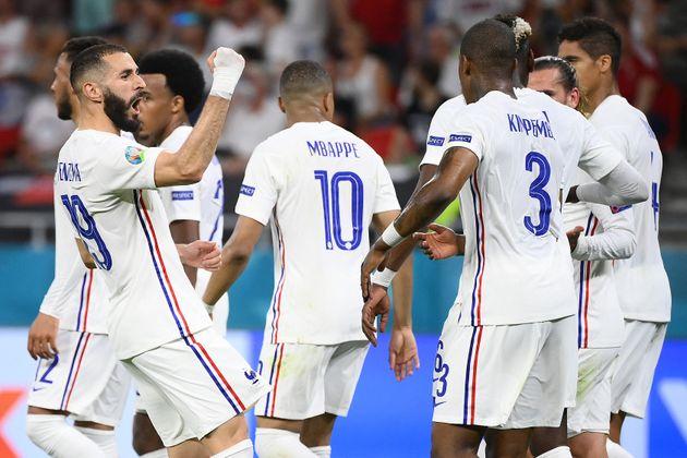 Karim Benzema célébrant son premier but inscrit lors de Portugal-France, à Budapest...