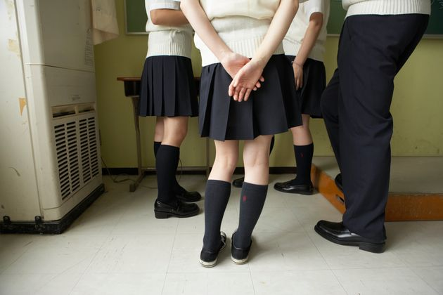 「セーラー服やシャツをめくって肌着を確認された」と訴える生徒も(イメージ)