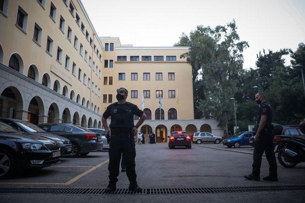 Μητροπολίτης Καλλίνικος: «Είδαμε τα άμφια να κοκκινίζουν,να καίγονται» - Στον εισαγγελέα ο