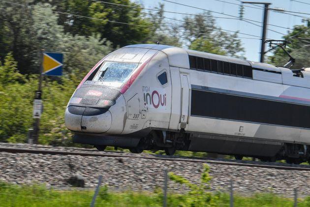 Un TGV Inoui en direction de Paris le 2 juin