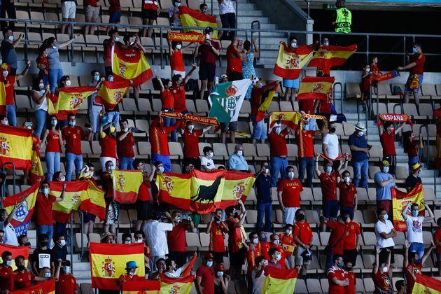 Aficionados de España, durante el partido de Eurocopa contra