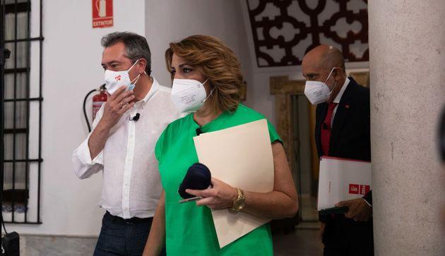 Juan Espadas (izq) y Susana Díaz, el pasado 8 de junio, en el debate entre candidatos en las primarias...