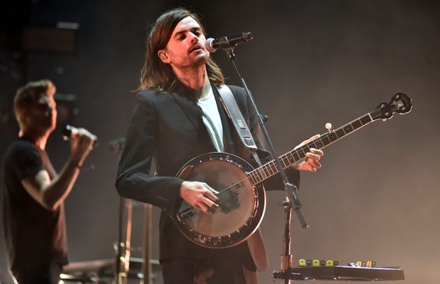 Winston Marshall performing in