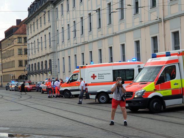 Imágenes de los servicios de emergencias de Baviera tras un ataque con cuchillo en la
