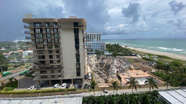 À Surfside, près de Miami en Floride, un immeuble d'habitation s'est effondré, faisant craindre un bilan