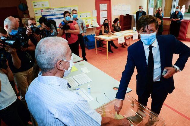 Nicolas Florian ici en train de voter au second tour des élections municipales à Bordeaux en juin 2020...