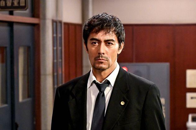 弁護士・桜木健二を演じる阿部寛さん