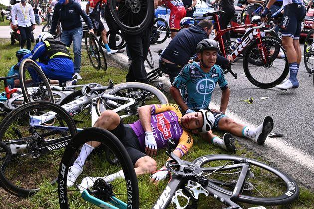 Lors de la première étape du Tour de France 2021, courue entre Brest et Landernau, deux très violentes...