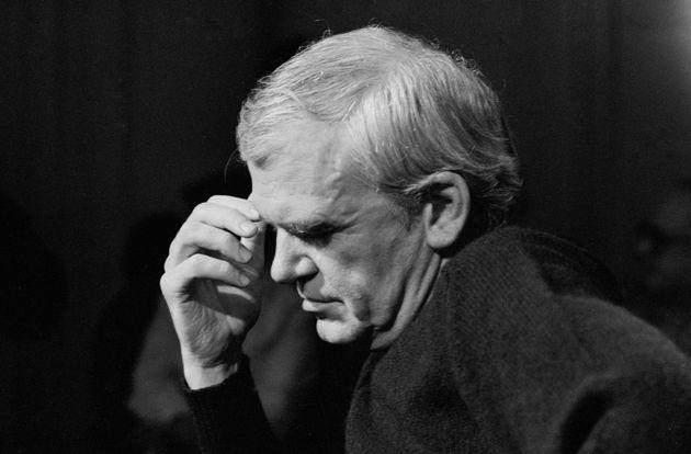 L'écrivain tchèque naturalisé français Milan Kundera à Paris en 1984, France. (Photo by Micheline PELLETIER/Gamma-Rapho...
