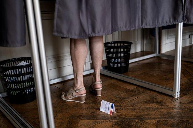 Photo d'illustration prise ce dimanche 27 juin dans un bureau de vote du