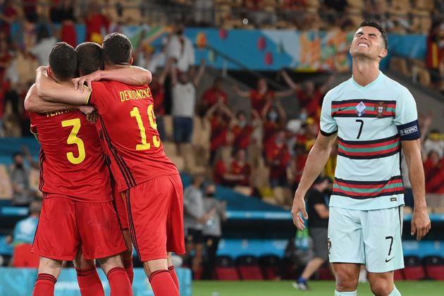 Cristiano Ronaldo (à droite) dépité après l'élimination du Portugal...