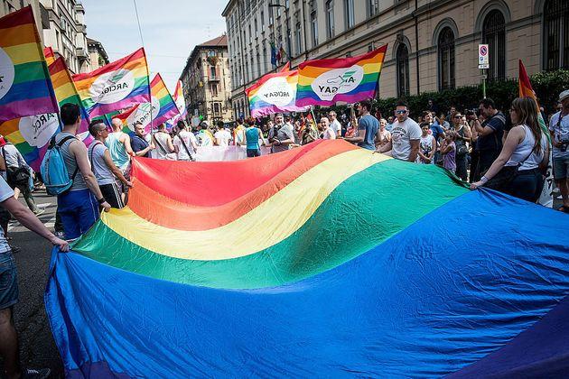 Gli insulti omofobi, poi l'aggressione: 24enne sfregiato al viso a Porta