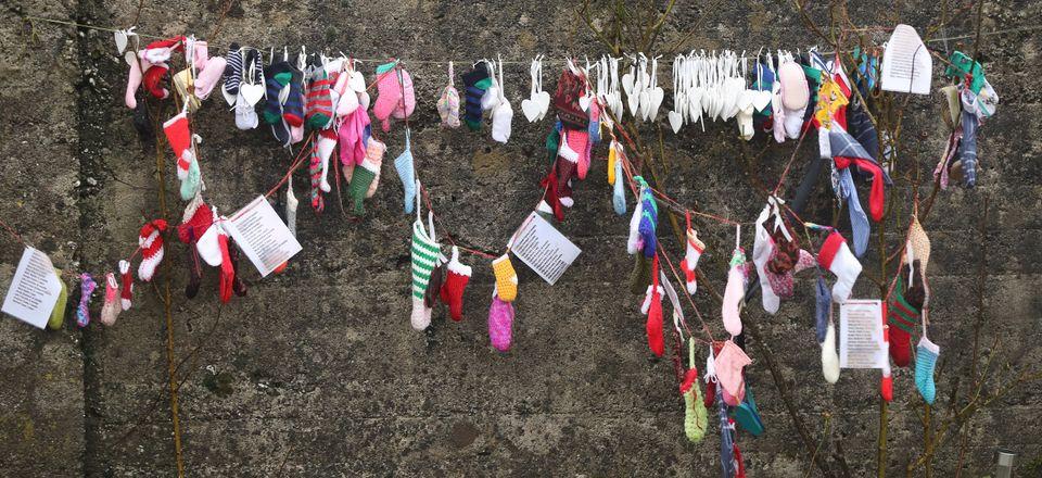 Memoriale nel sito della Tuam Mother and Baby Home gestita dalla sorella Bon Secures in