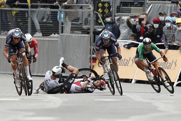 Caleb Ewan et Peter Sagan ont chuté à quelques mètres de l'arrivée de la 3e étape du Tour de