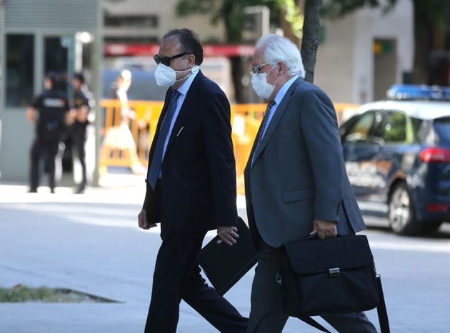 El ex jefe de la UDEF José Luis Olivera (izq) acompañado de su abogado para declarar como imputado por...