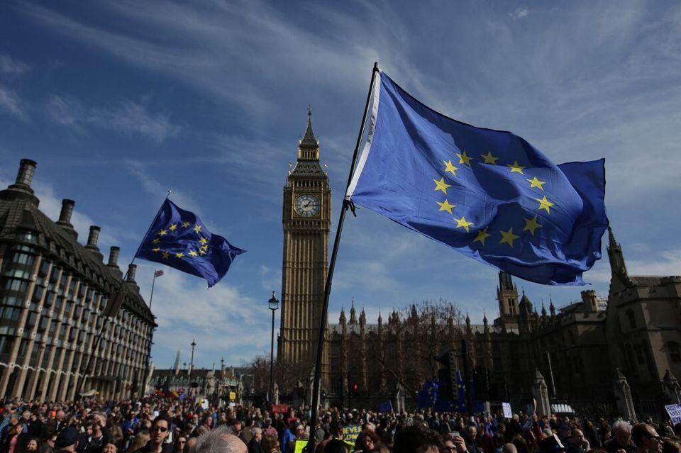 Une manifestation devant le parlement britannique contre le Brexit, à Londres, le 25 mars