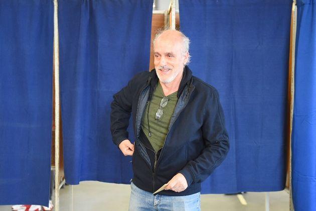 Philippe Poutou, ici à la sortie de l'isoloir en mars 2020 lors du premier tour des élections municipales...