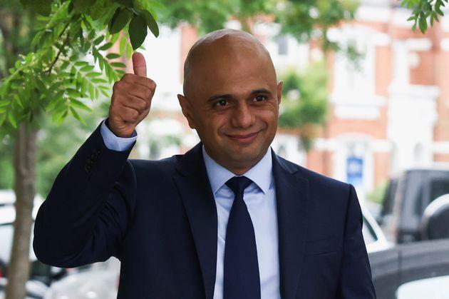 Sajid Javid quittant son domicile à Londres, le 27 juin