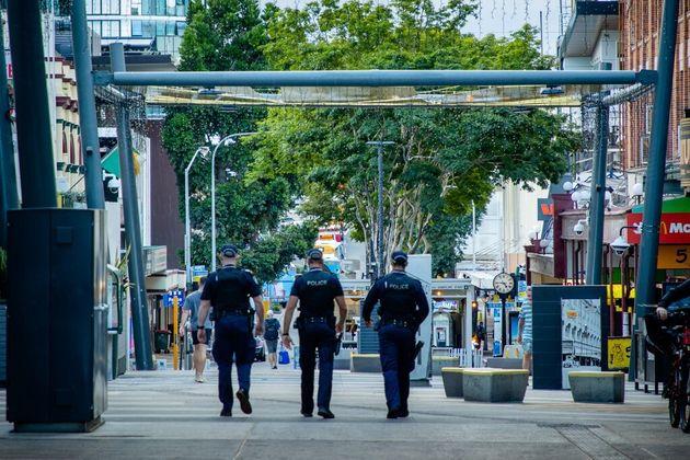 Des policiers patrouilles à Brisbane, le 29 mars 2021 pendant un