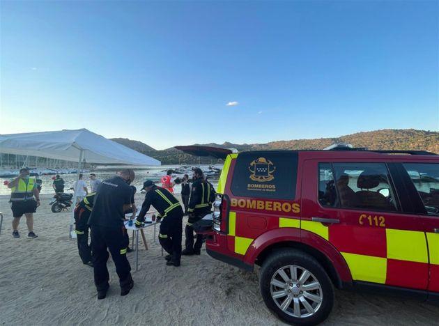 Bomberos durante la búsqueda de la niña desaparecida en el embalse de San