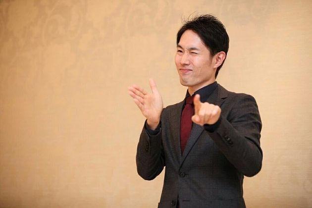 手話通訳士の岡田直樹さん