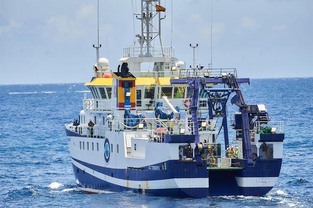 Momento en el que el buque oceanográfico 'Ángeles Alvariño' parte del puerto de Santa Cruz de Tenerife,...