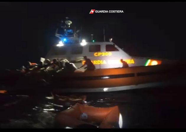 Guardia Costiera salva 46 migranti, Lampedusa, 30 giugno 2021. In corso le ricerche dei dispersi. 7 i...