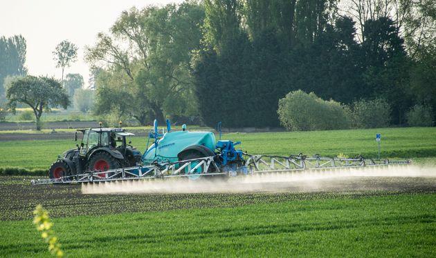 Un épandage de pesticide près de Lille, en