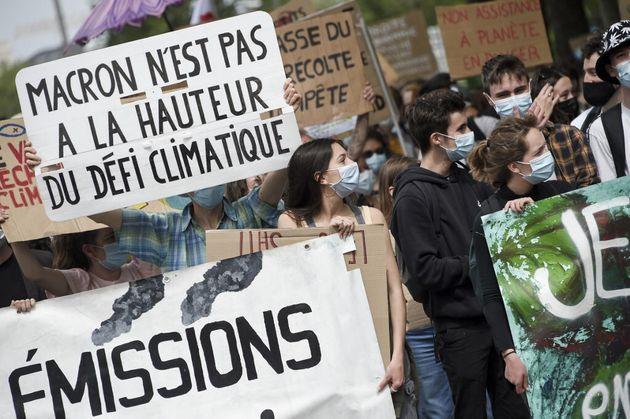 Photo prise lors d'une manifestation pour le climat à Nantes le 9 mai 2021. (Photo by Sebastien SALOM-GOMIS...